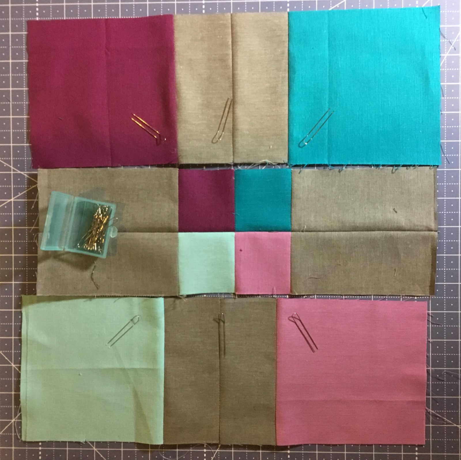 Using Clover Fork Pin to piece a quilt block